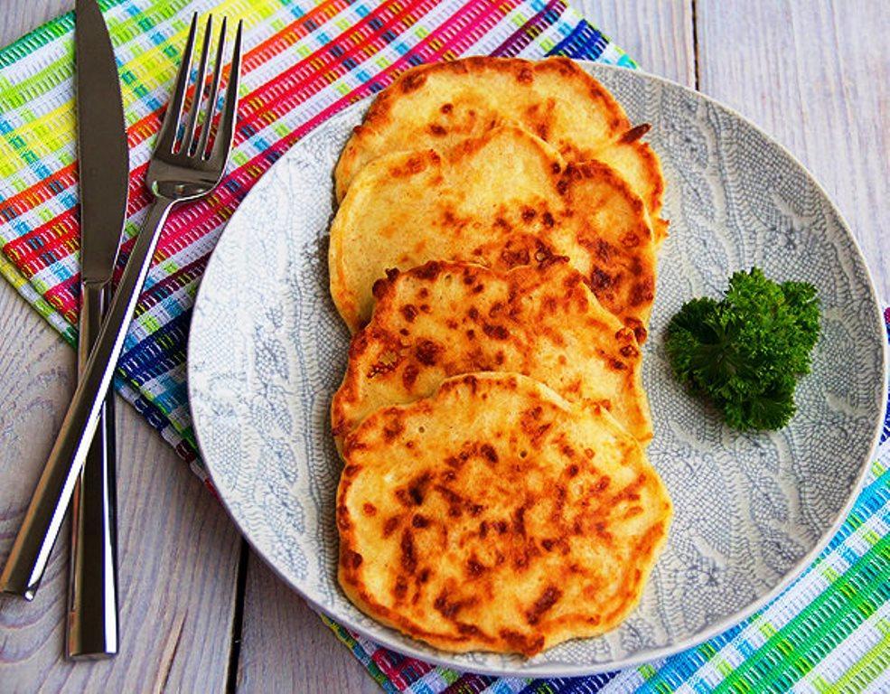 Оладьи на кефире с сыром: сырные в духовке, плавленых с яйцом рецепт, сырники на сковороде, тертое облачко