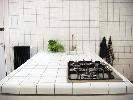 Столешницы из плитки отличаются своей практичностью