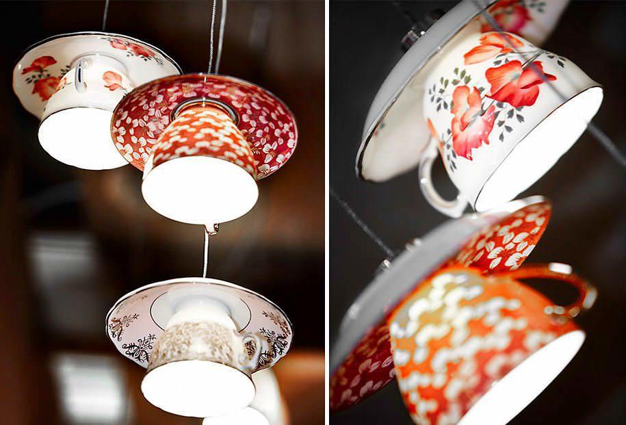Чайный сервиз можно поставить на стол или сделать из него оригинальный светильник