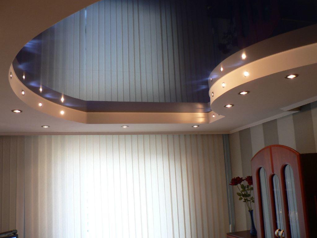 Дизайн потолка в зале: фото двухуровневого и двойного, интерьер гостиной с двухъярусными