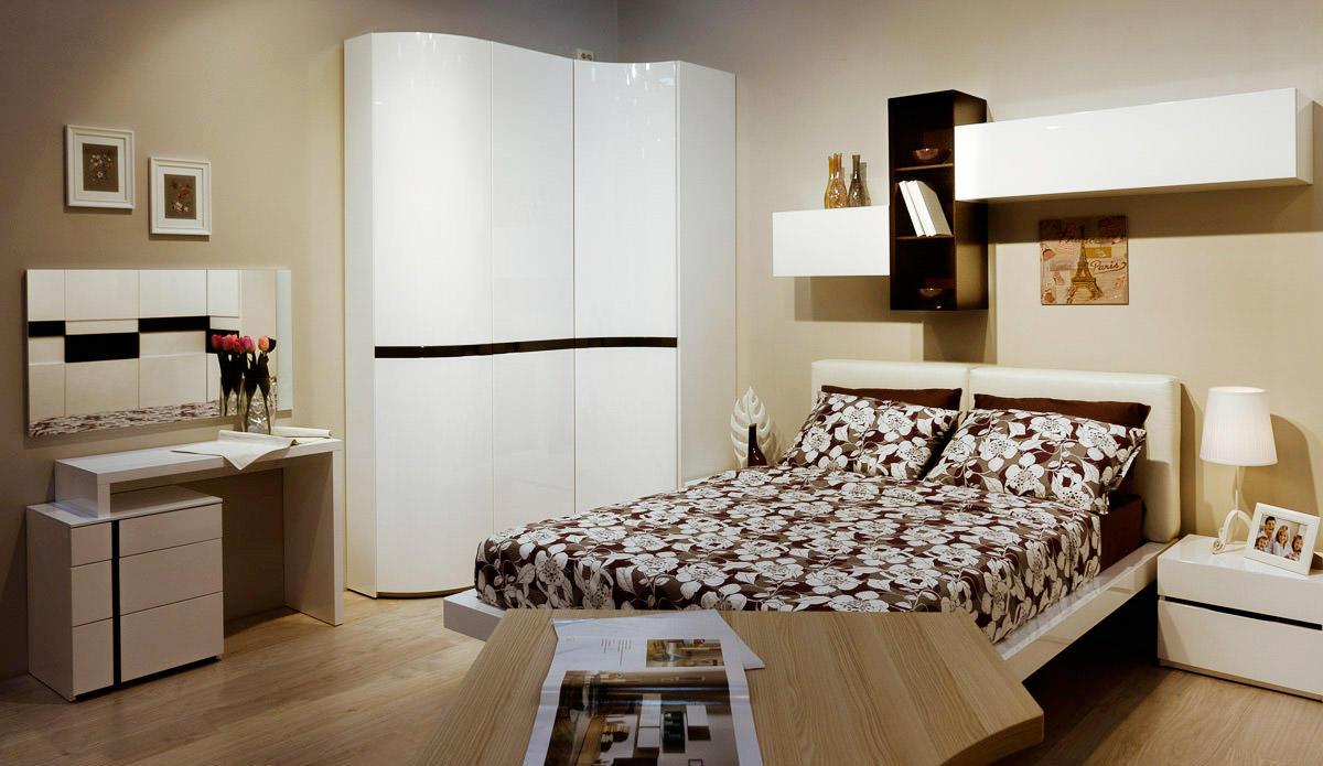 Проще всего изготовить шкаф на заказ, ведь так вы сами сможете подобрать высоту и размер мебели