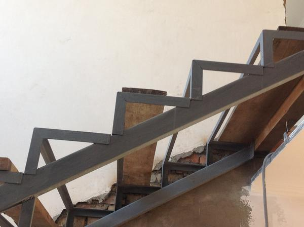 Вариантов конфигураций сварных лестниц может быть несколько