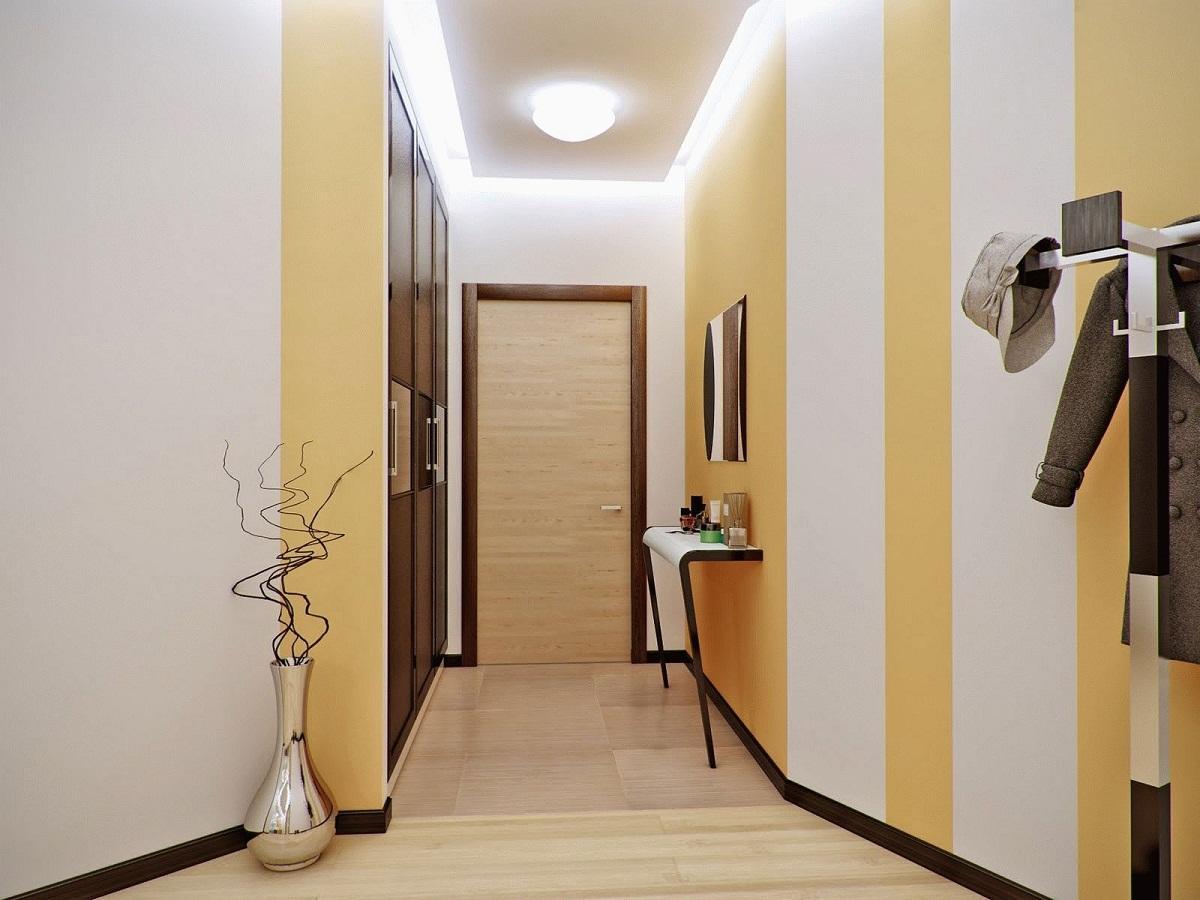 Для оформления узкой прихожей лучше применять светлые оттенки: желтый, бежевый, белый