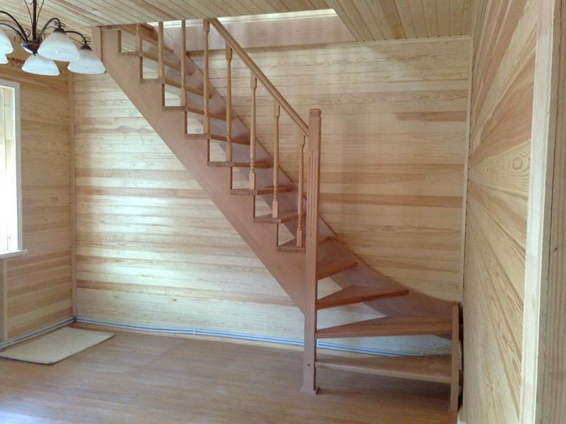 Как правило, недорогие лестницы изготавливаются из дерева