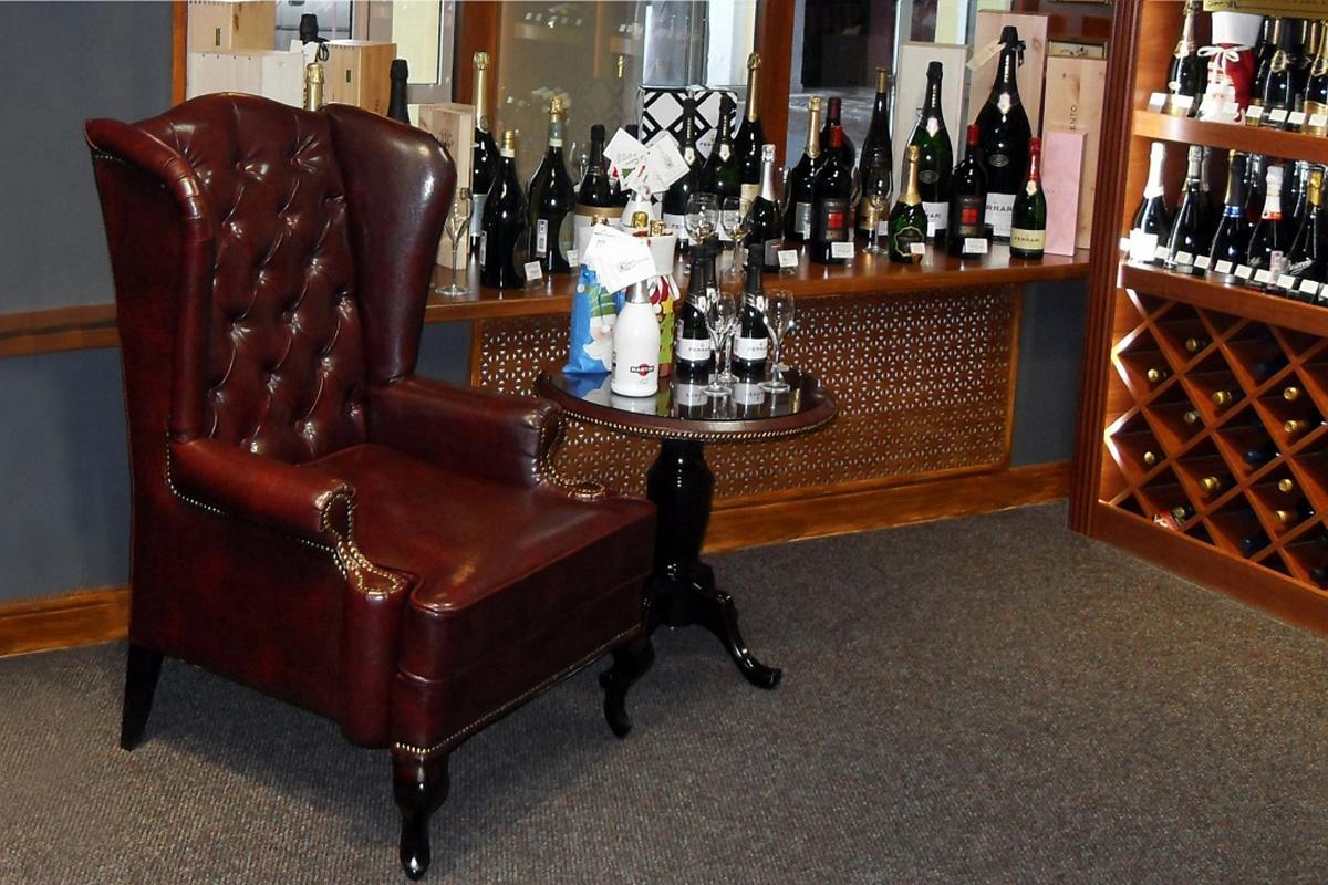Для каждого вида помещения рекомендуется приобретать разные виды каминного кресла