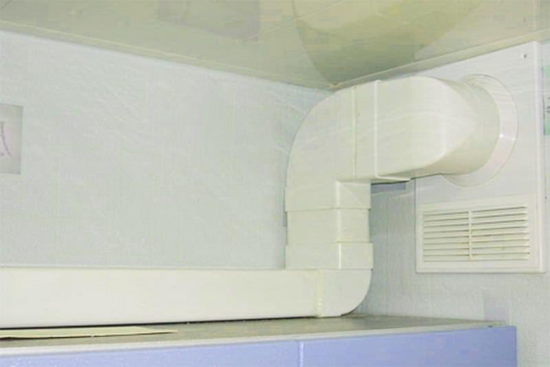 При сборке пластикового воздуховода важно тщательно герметизировать все места соединений