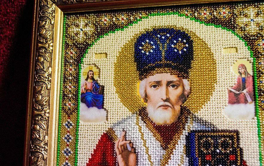 Вышитые иконы помогают человеку в течение всей жизни и направляют на путь праведный