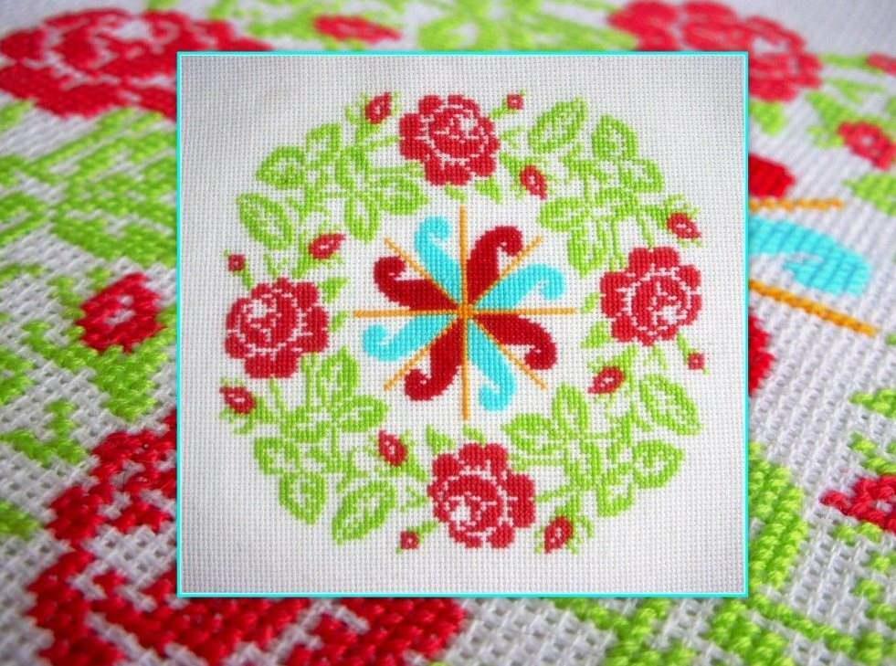 Красиво интересная вышивка будет смотреться на небольшой салфетке или носовом платочке
