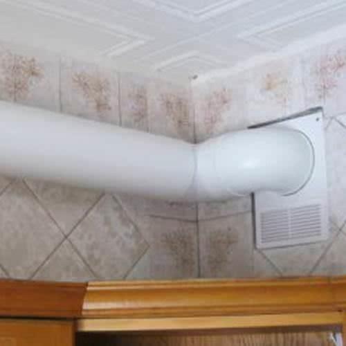 Вытяжные трубы из пластика способны поглощать значительную часть шума работающей вытяжки