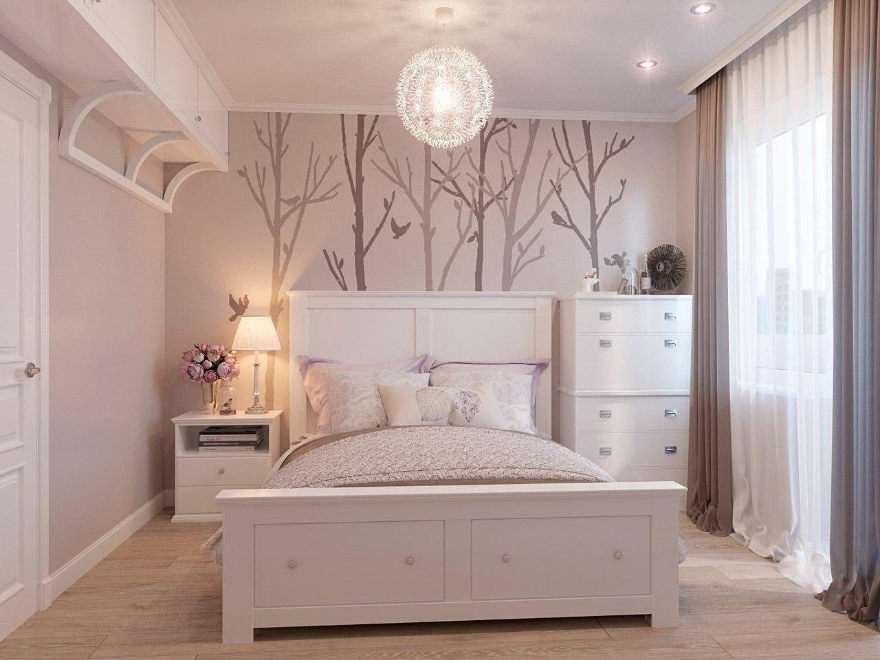 Именно светлые оттенки помогут сделать спальню зрительно просторнее