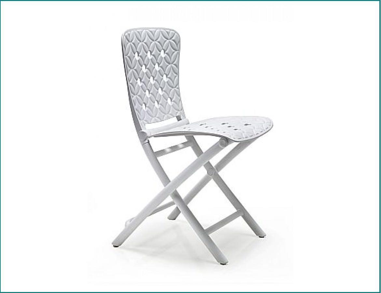 Пластиковые раскладные стулья не боятся больших нагрузок, так как изготовлены из высококачественных сплавов пластмассы