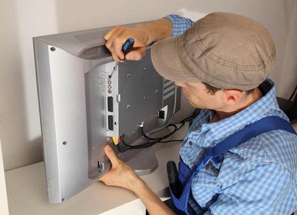 Чтобы определить, как выполнить ремонт LG телевизоров и других моделей, изначально нужно установить причину поломки