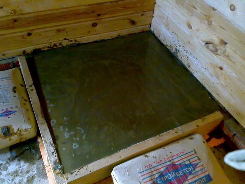 Поверх фундамента кухонной печи делается цементная стяжка
