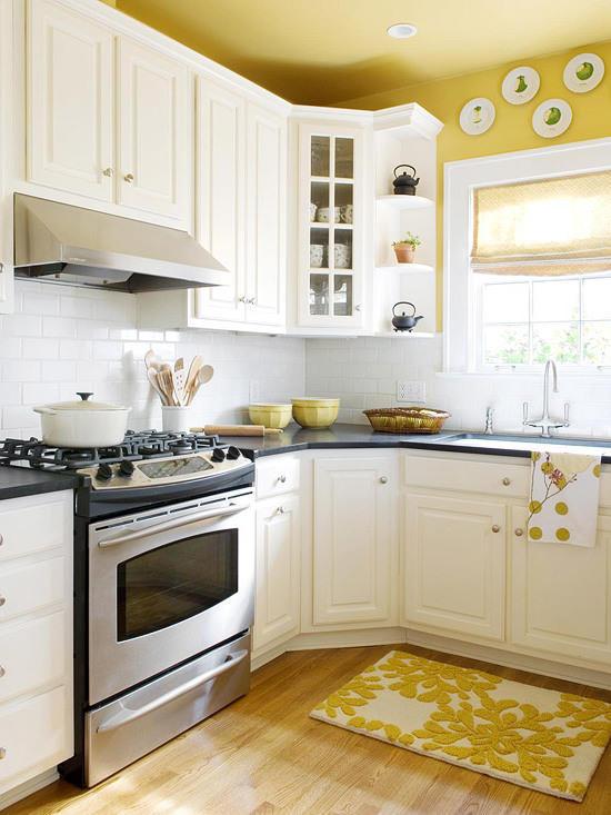 Использование желтого потолка на кухне - один из лучших способов ненавязчиво сделать кухню ярче