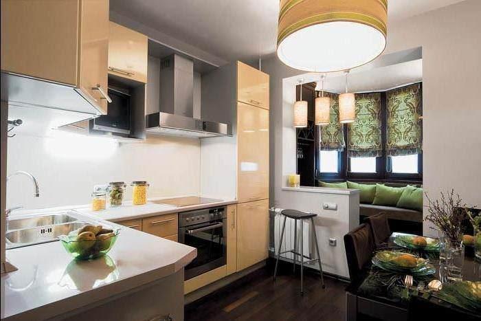 В маленькой кухне с лоджией желательно не использовать орнаментов и мелких рисунков, так как это будет сужать пространство