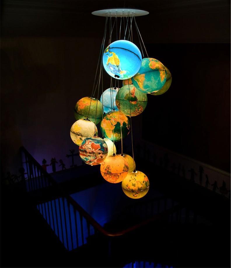 Если ребенок увлекается путешествиями, тогда ему обязательно понравится необычный светильник из глобусов