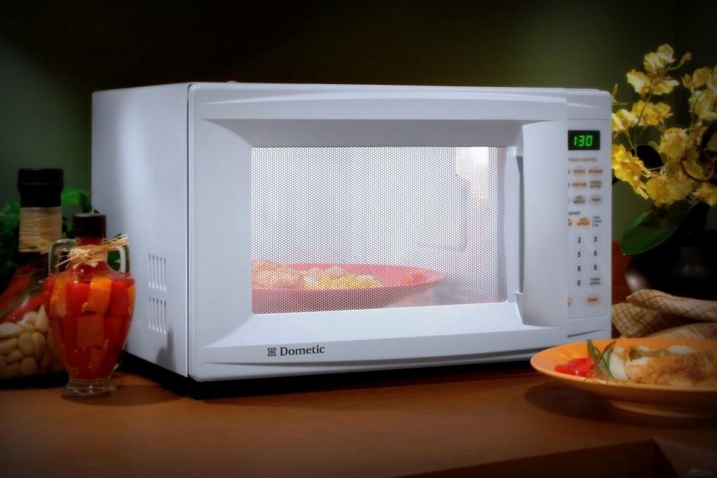 Использовать микроволновую печь можно, если при этом соблюдать определенные советы и правила