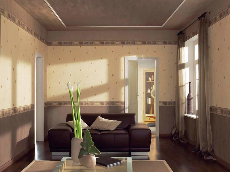 Широкий бордюр темного цвета отвлекает внимания от загрязнения, которое часто бывает внизу стены