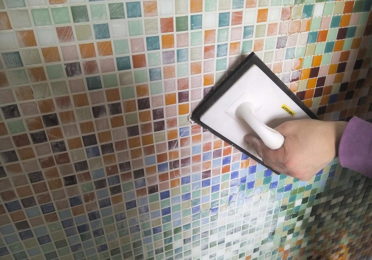 Во время укладки мозаики в помещении не должно быть сквозняков