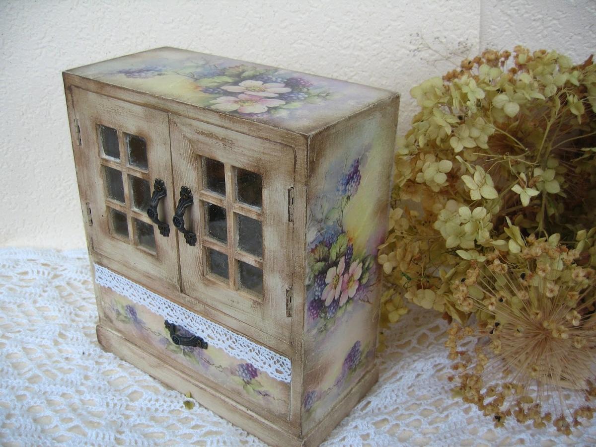 _0101 Декупаж старого шкафа своими руками фото: кухонный мастер-класс, как сделать оформление двери шкафчика