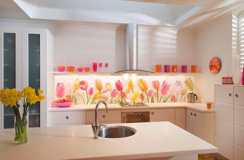 Декорируя рабочую зону, следует помнить, что декорированная поверхность должна легко чиститься и отмываться