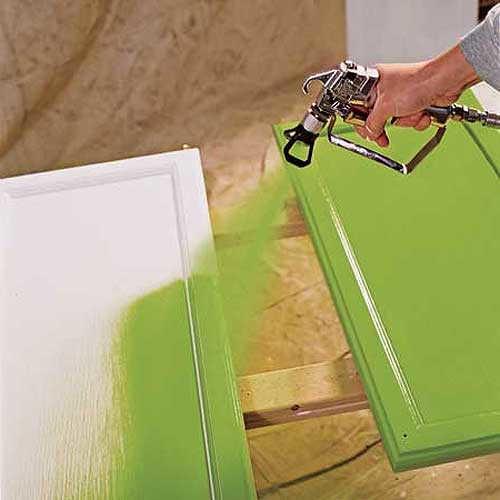 Краскопульт поможет сделать покраску стола более быстрой и равномерной