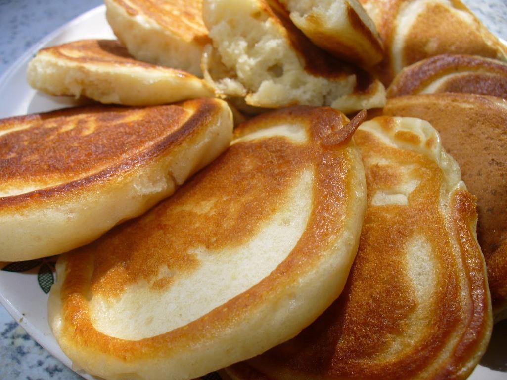 Дополнительно в тесто для оладий можно добавить вкусную начинку