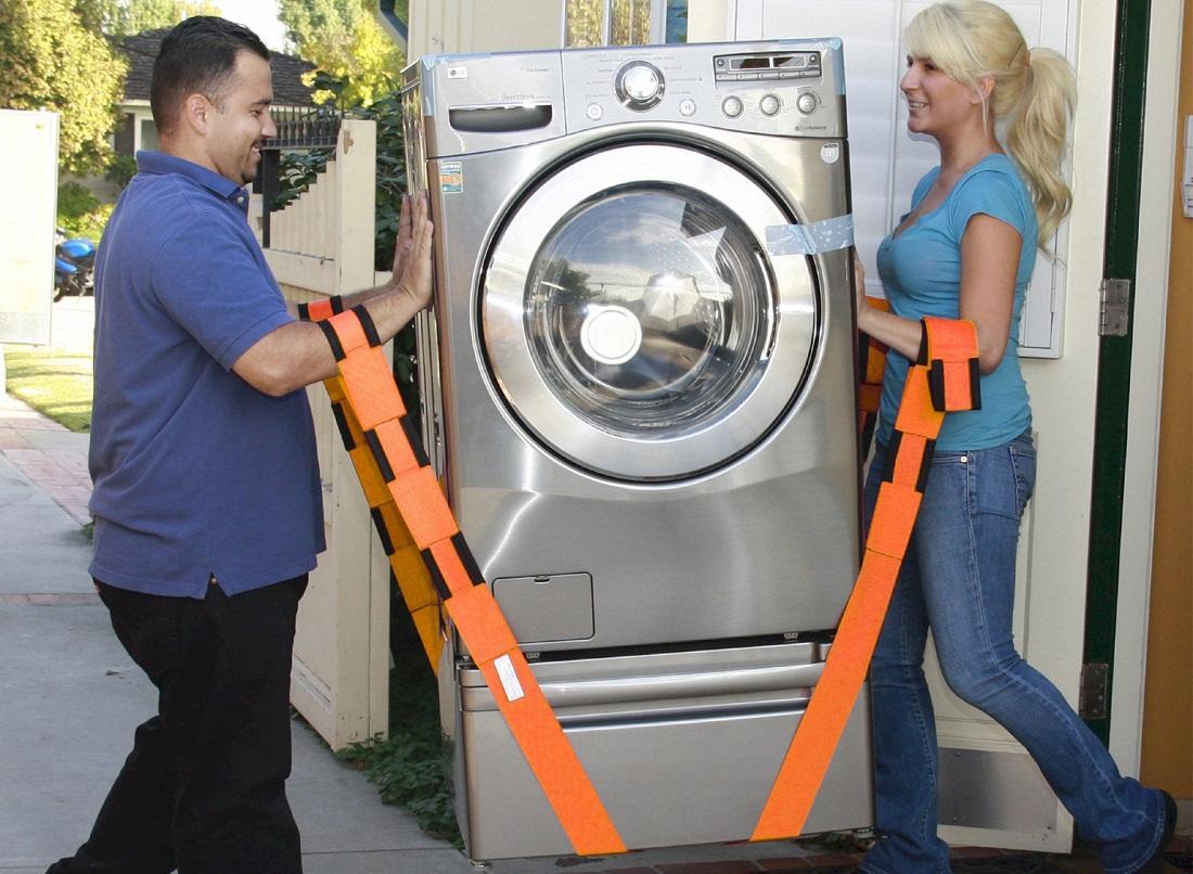 Для перевозки стиральной машины потребуется 2 человека