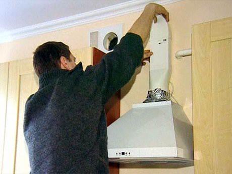 Установить воздуховод можно и самостоятельно, главное - иметь необходимый инструмент и следовать инструкции