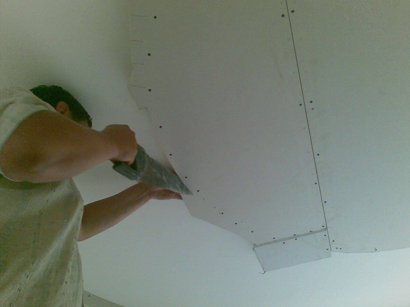 Для того чтобы ваш потолок получился ровным, красивым и качественным, не стоит экономить на материалах для ремонта