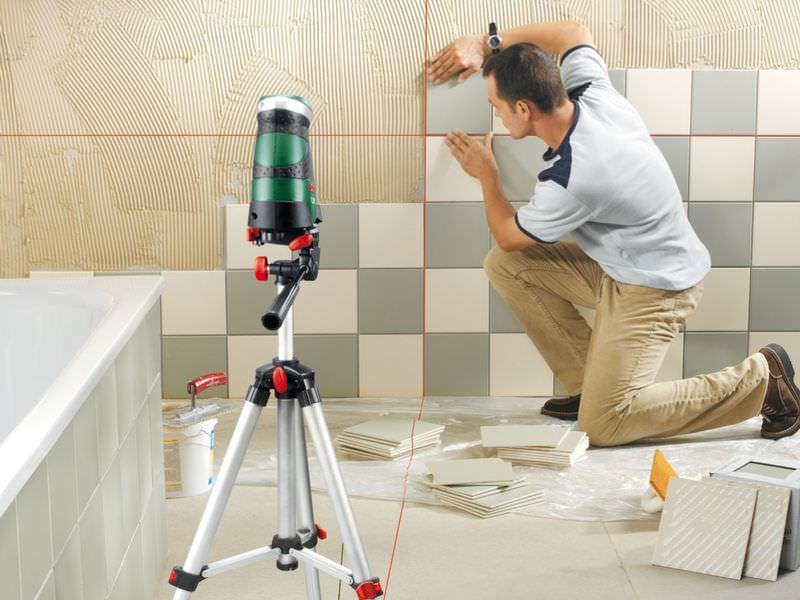 Керамичечкая плитка лучше всего противостоит воздействию агрессивных сред и влажности, что делает ее отличным вариантом для декора стен