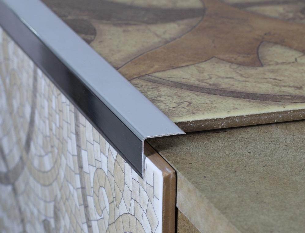 Алюминиевый плиточный уголок придает плитке завершенного вида