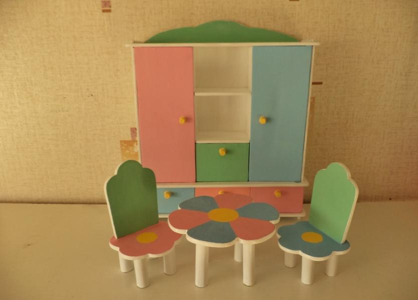 Фанера — это отличный материал, который подойдет для изготовления красивой мебели для кукол