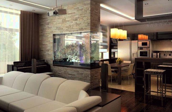 Встроенный в перегородку аквариум отлично будет смотреться в студийной планировке на границе кухни и гостиной