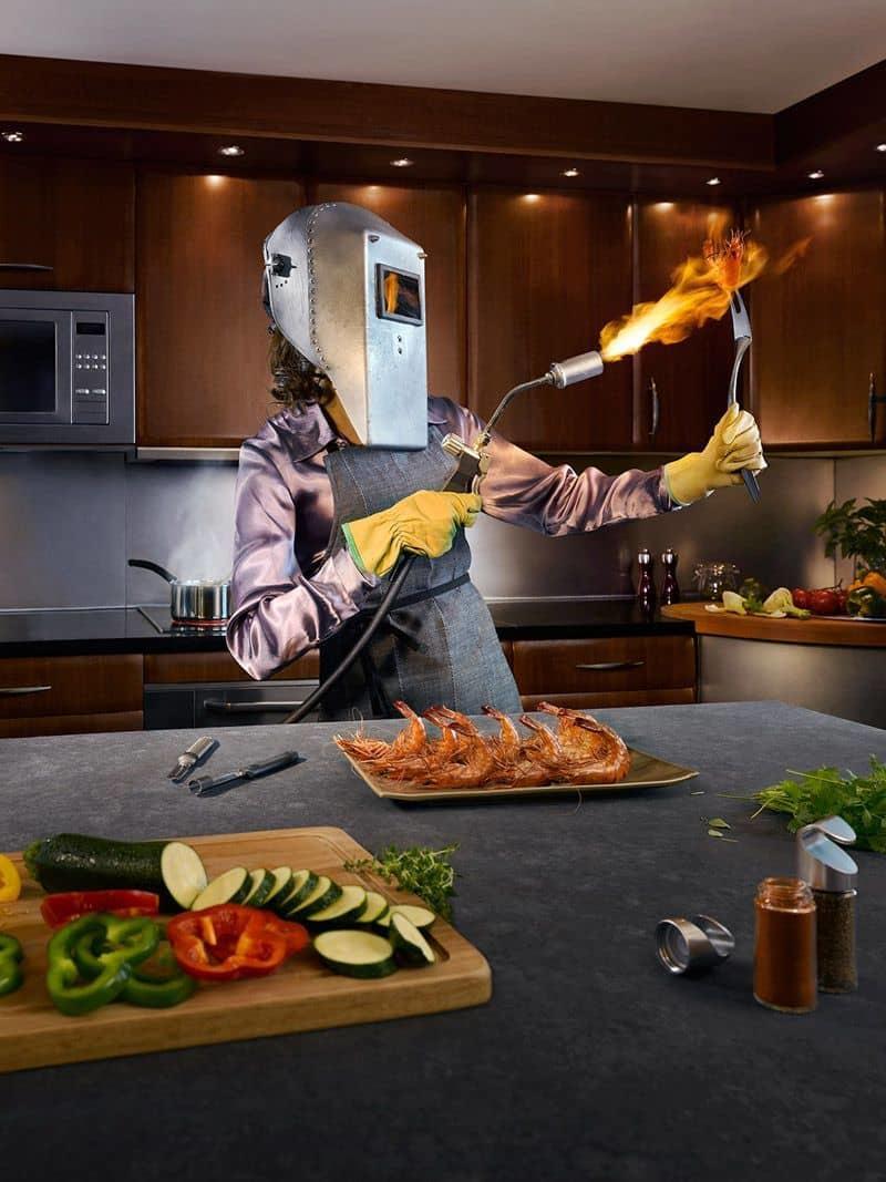 Для обеспечения безопасности, необходимо соблюдать меры предосторожности на кухне