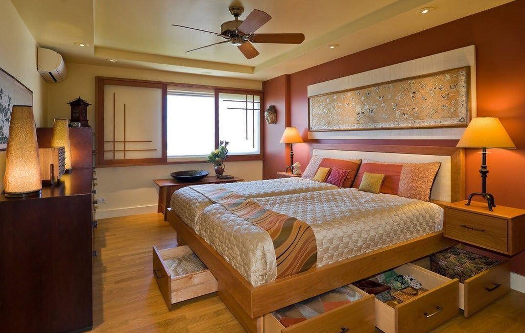 В качестве материала для пола в японской спальне желательно использовать паркет или ламинат, изготовленный из натуральной древесины