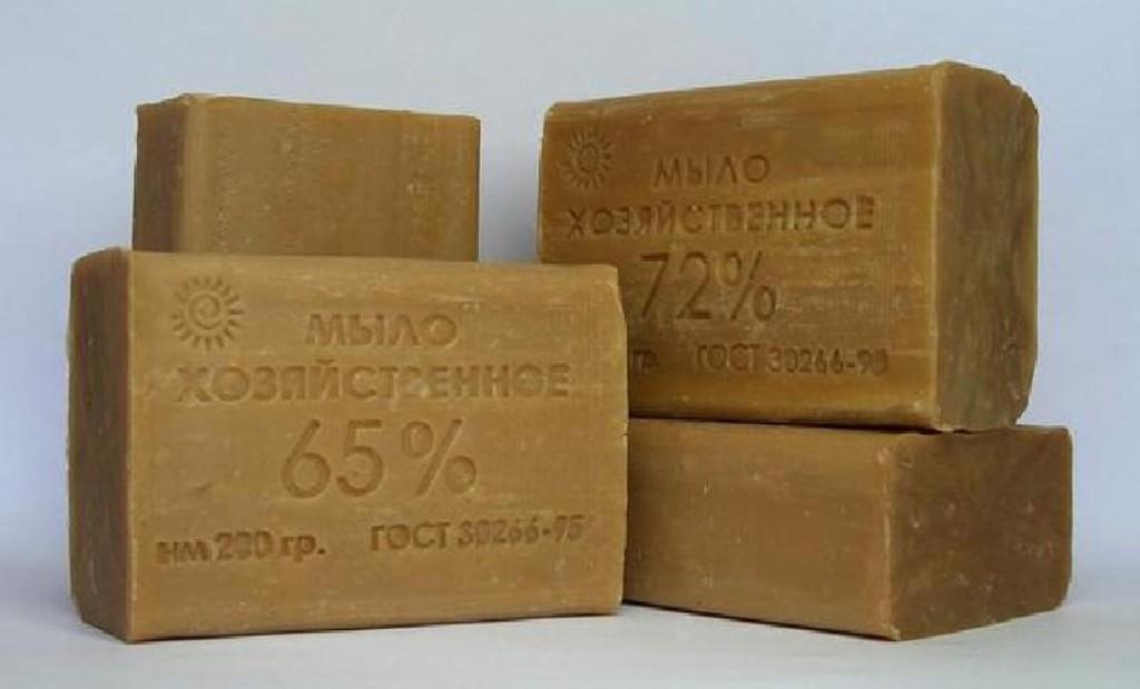 Хозяйственное мыло 72% и сегодня пользуется огромным спросом, потому что оно считается прекрасным дезинфектором и отлично справляется с загрязнениями любого рода