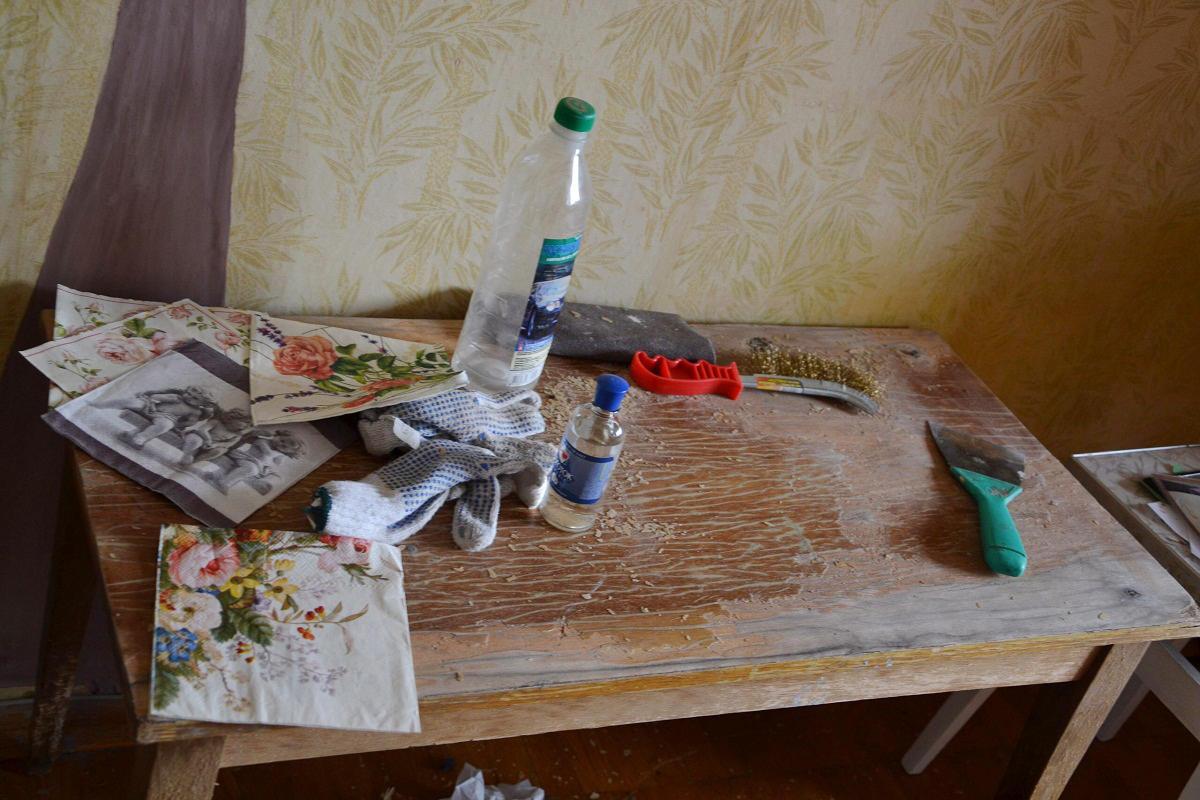 1f9fe807c4c9bbae59681cd33129560d7c Как из салфеток сделать декупаж стола. Такой декупаж журнального столика может сделать каждый. Инструменты и материалы