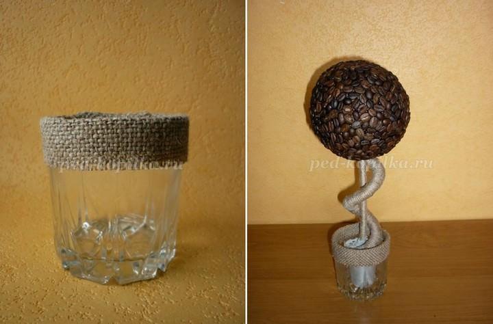 Пока высыхает клей, можно подготовить устойчивое основание в виде стекляного стакана (можно использовать и обычную банку), частично его задекорировав
