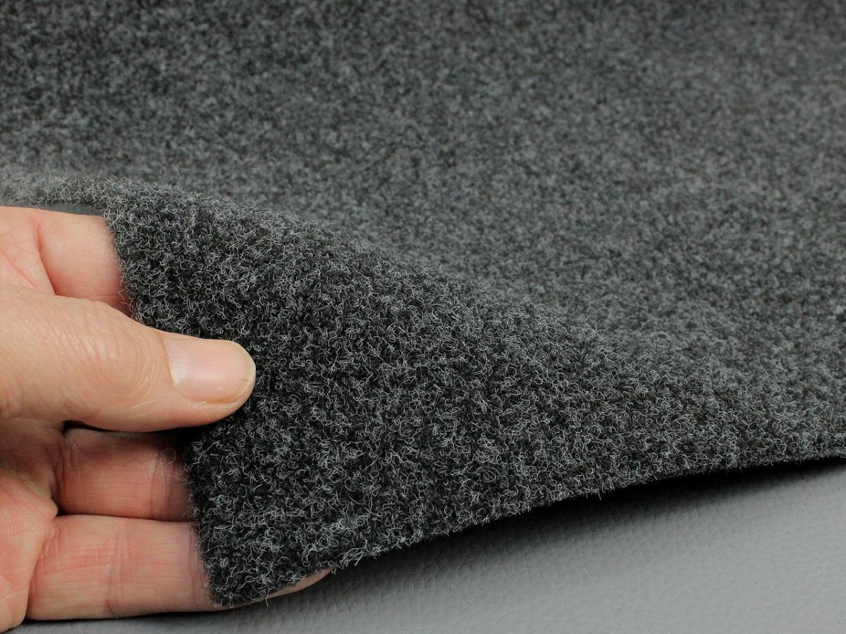 В квартиру не рекомендуется покупать дешевый ковролин, так как он может содержать в своем составе вредные для здоровья вещества