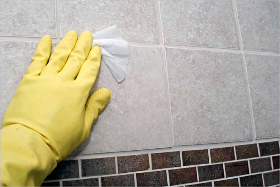 Если вам необходимо отмыть плитку после ремонта, тогда сперва следует подготовить моющие средства и специальные перчатки, чтобы не повредить кожу рук