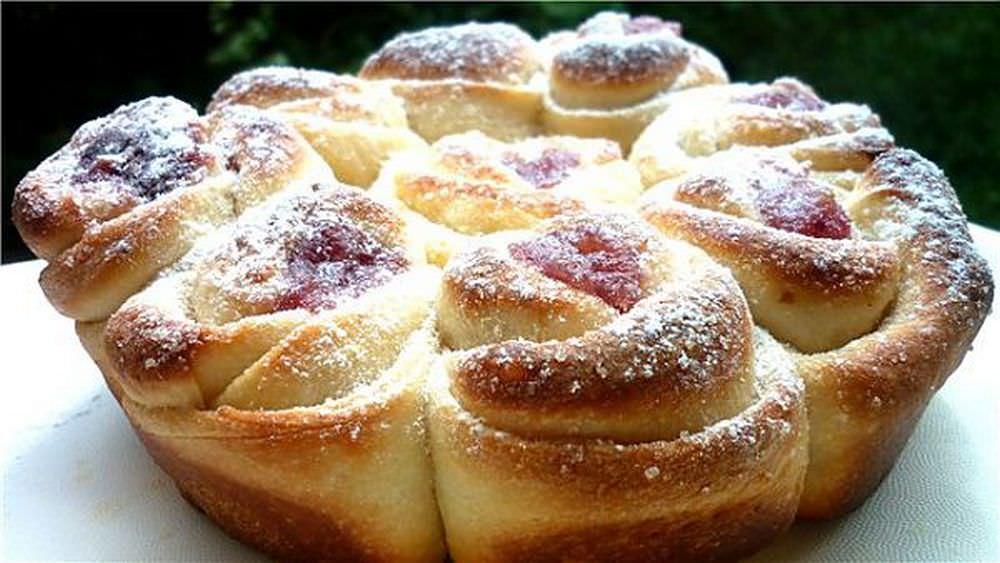 Вкусные, мягкие, пушистые булочки украсят любой праздничный стол, в форме пирога они очень хороши и эффектны