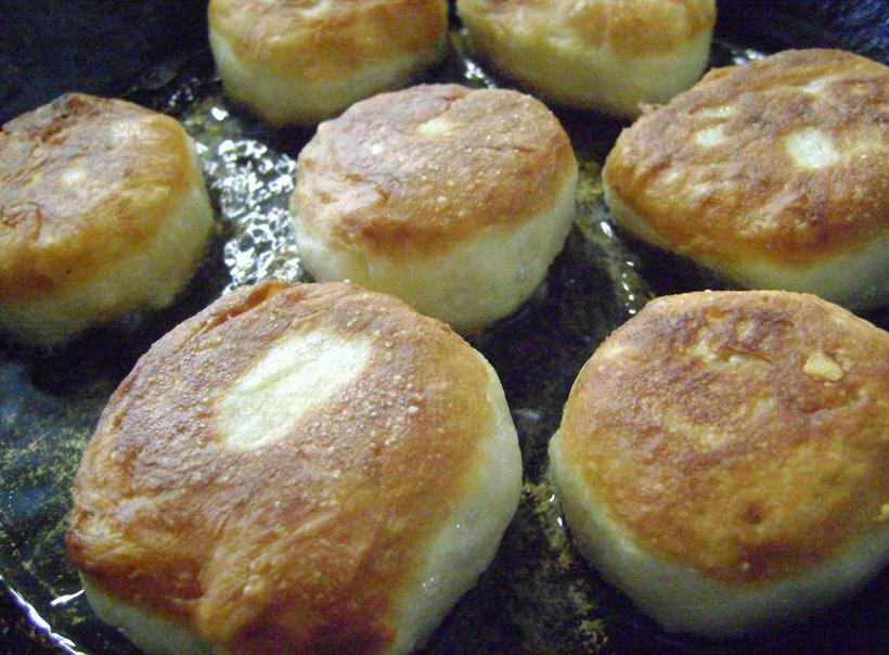 Дрожжевые оладьи с черносливом - рецепт пошаговый с фото