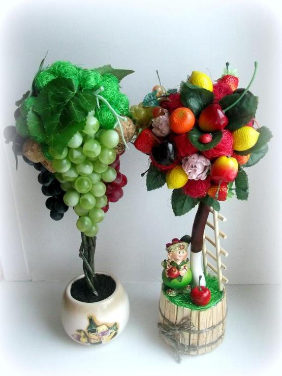 Для топиария можно использовать как настоящие, так и искусственные фрукты