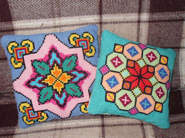 3874868 Как оформить вышивку в подушку?