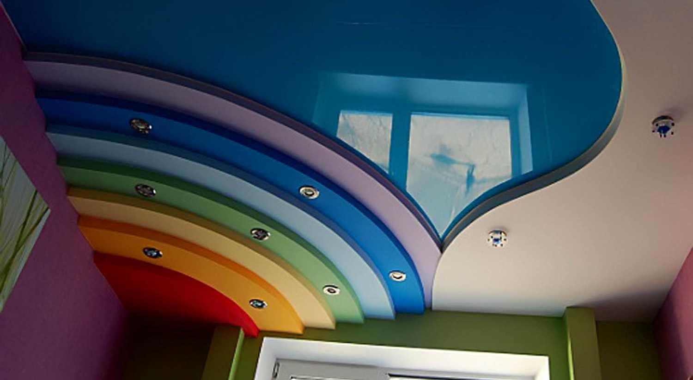 Натяжные потолки можно очень быстро установить, они смотрятся изысканно и современно, поэтому многие выбирают именно их