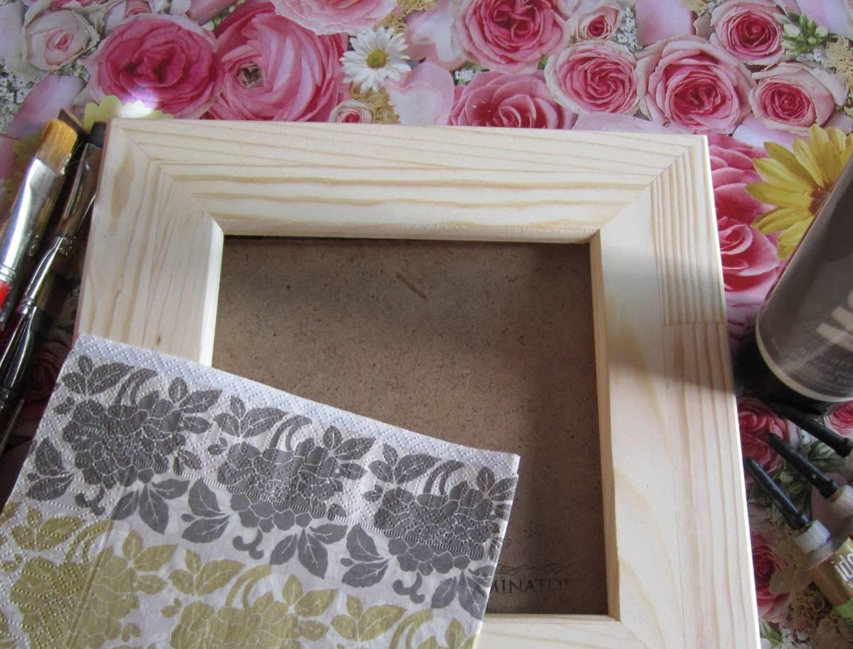 Декорирование рамки для фотографий красками