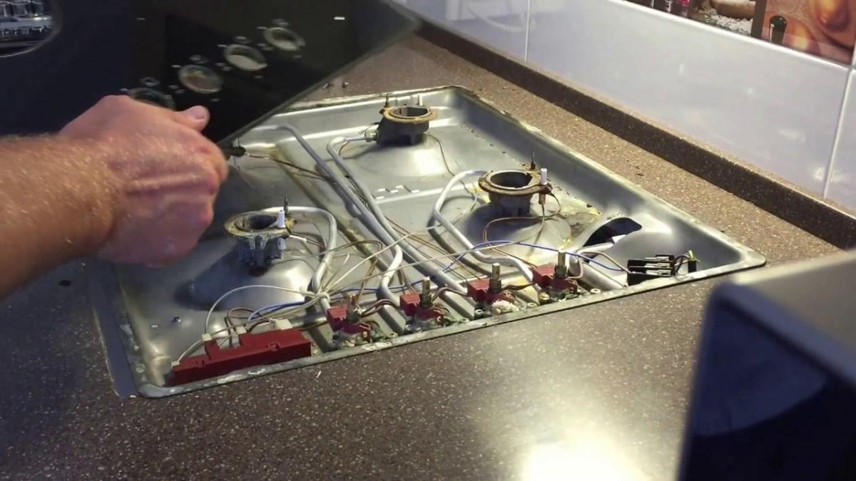 Разбирать плиту следует в несколько этапов