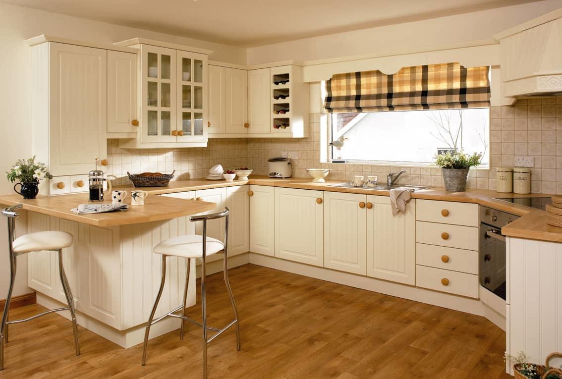 Рулонные шторы для окна на кухне — отличное и современное решение