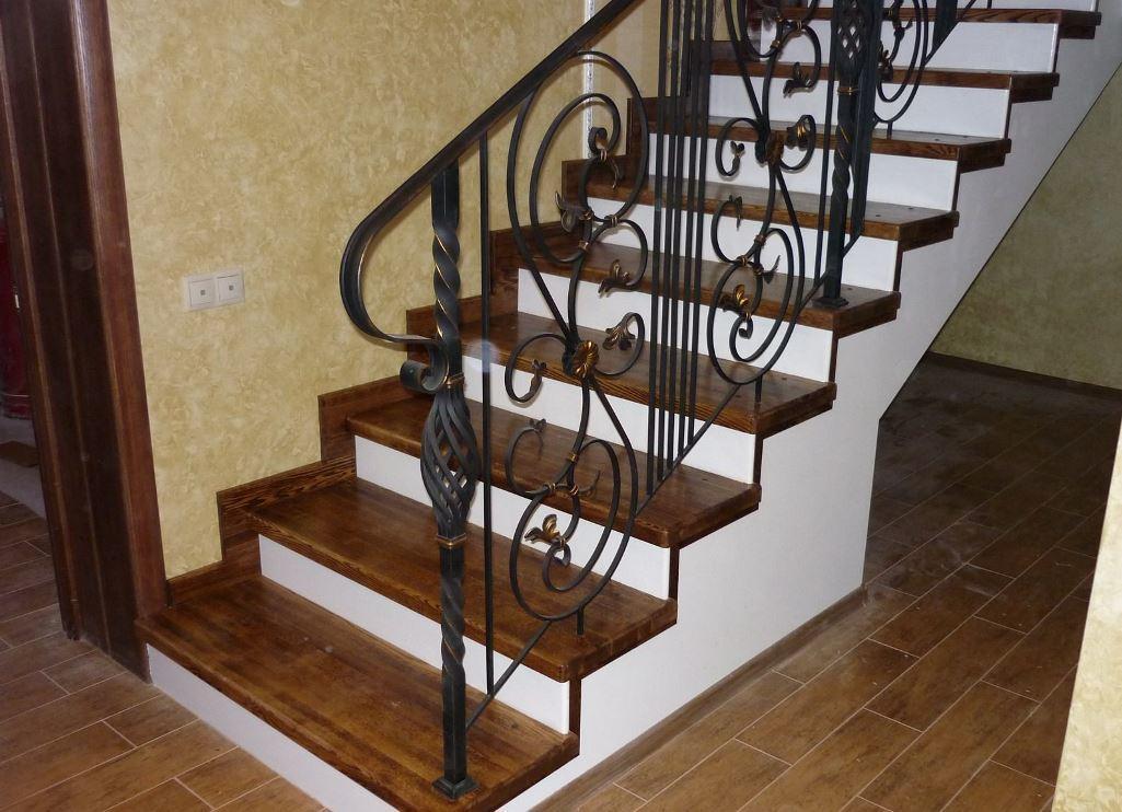 отделка бетонных лестниц деревом фото